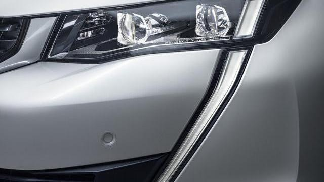 PEUGEOT-508-led-headlights