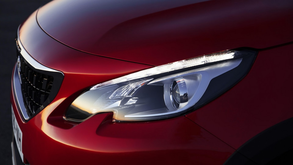 peugeot_2008_headlight