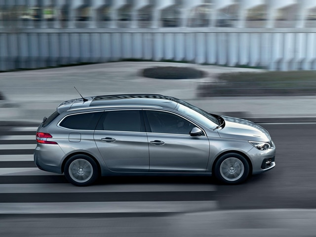 New PEUGEOT 308 SW – Profile view – sleek lines