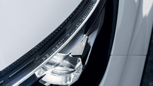 PEUGEOT 3008 SUV GT Line LED headlight technology