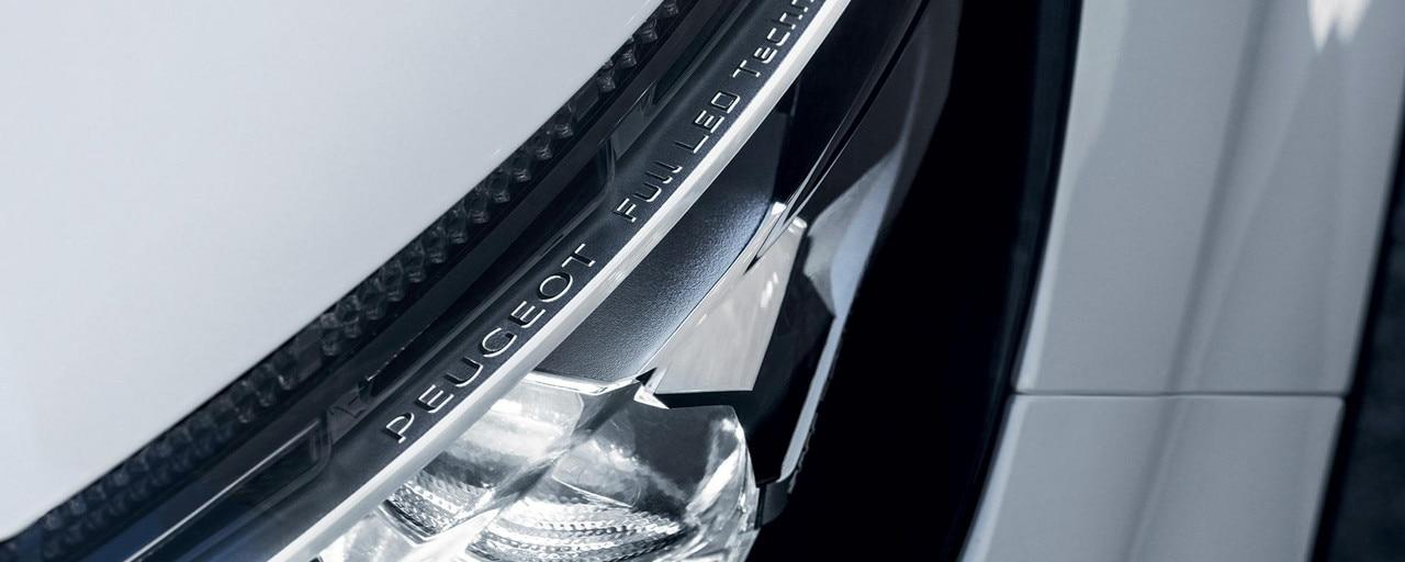 PEUGEOT 3008 SUV GT Line LED headlight technology