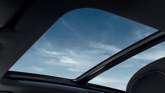 PEUGEOT 3008 SUV optional panoramic opening sunroof