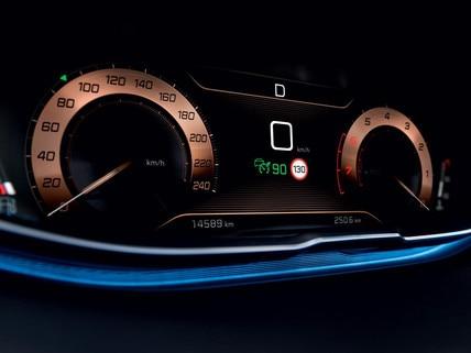PEUGEOT 3008 SUV digital head up display