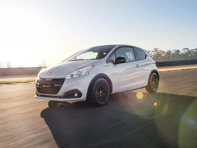 peugeot 208 gti new car showroom edition definitive hot hatch. Black Bedroom Furniture Sets. Home Design Ideas