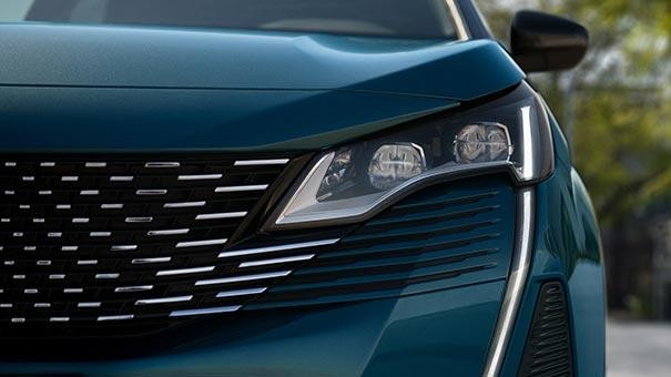 New large PEUGEOT 5008 SUV with 7 Seats Design | Headlights