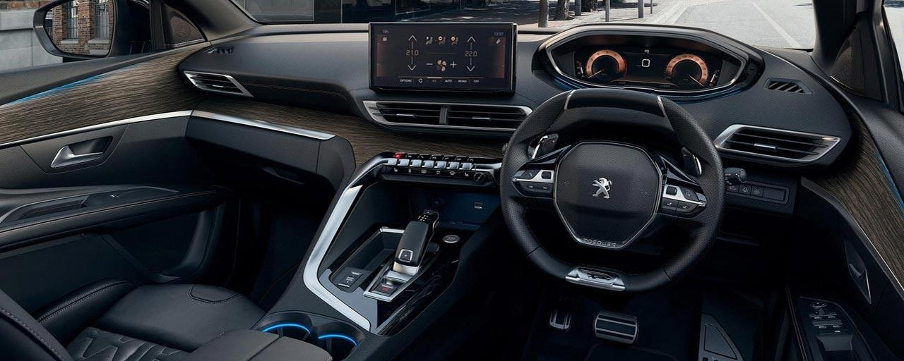 New Large PEUGEOT 5008 SUV with PEUGEOT iCockpit® | Compact Steering Wheel, Head-up Instrument Panel and Capacitive Touchscreen