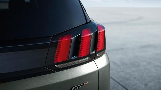PEUGEOT 5008 SUV GT details