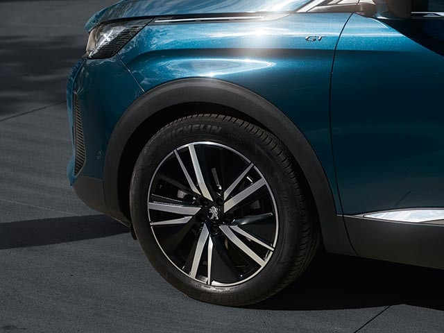 """New Large PEUGEOT 5008 SUV with 7 Seats 