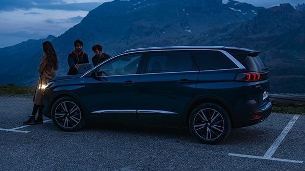 New Large PEUGEOT 5008 SUV with 7 Seats Design | Space