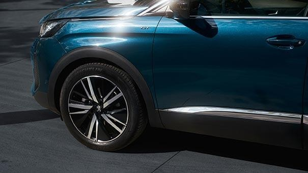 New Large PEUGEOT 5008 SUV with 7 Seats | GT Premium Pack Option